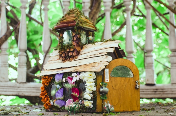 Fairy house, angle close-up, D8, porch